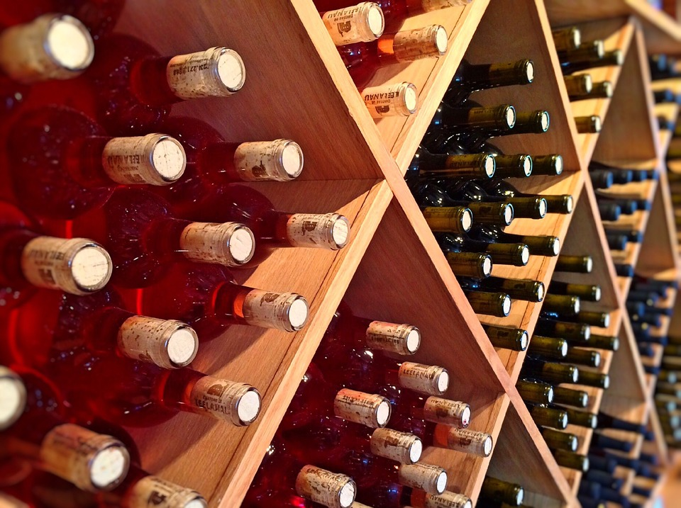 Власти ОАЭ разрешили употребление алкоголя, а также изменили некоторые другие законы