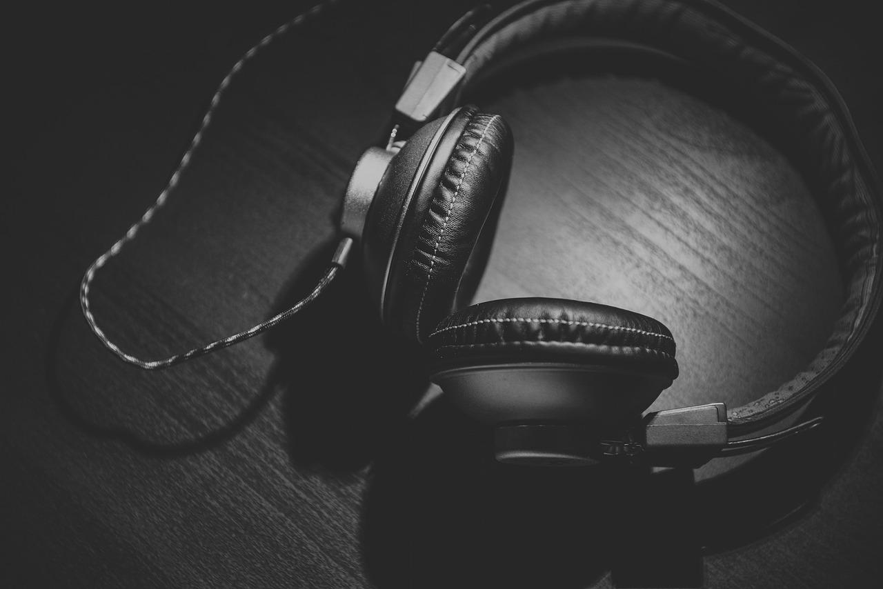 Стоит ли слушать музыку во время чтения?