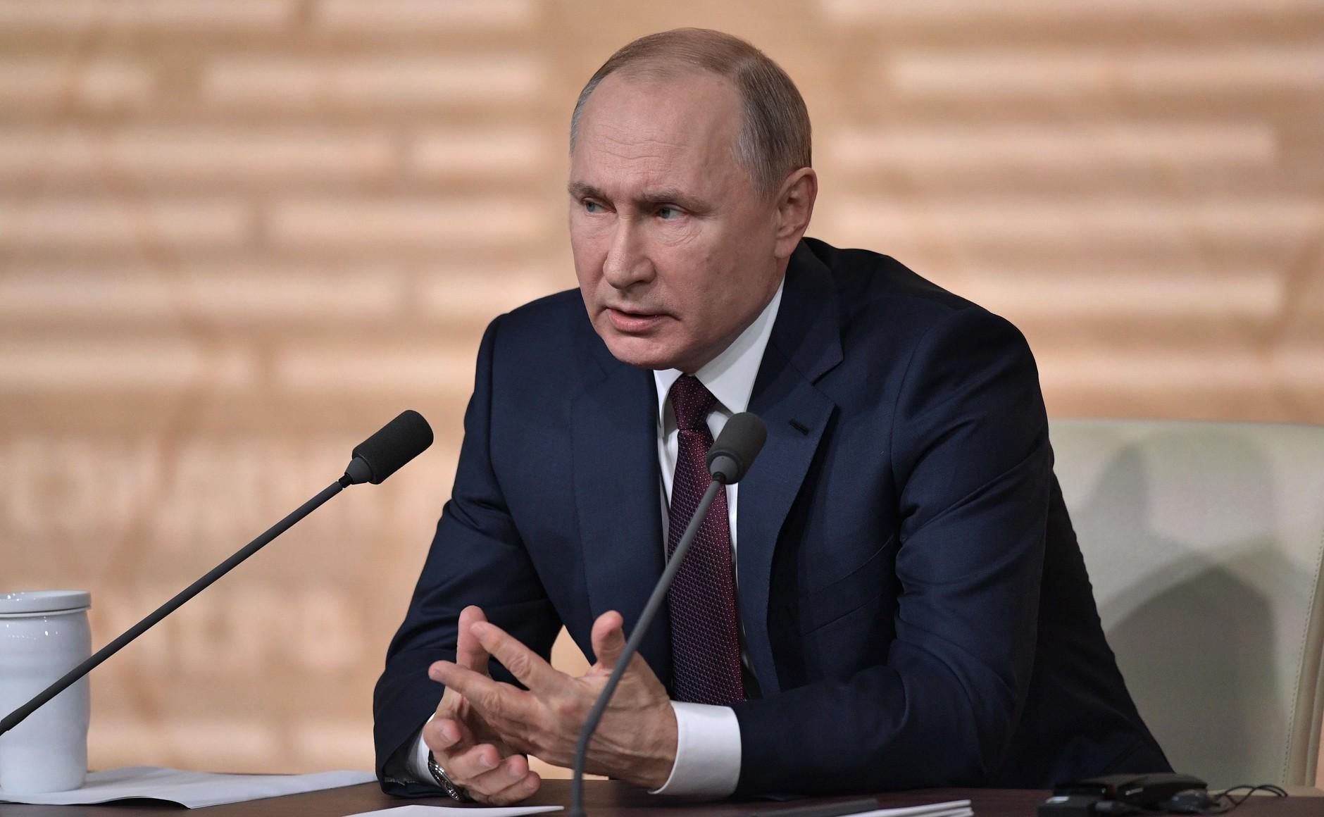 Путин связал падение доходов россиян с ценами на нефть