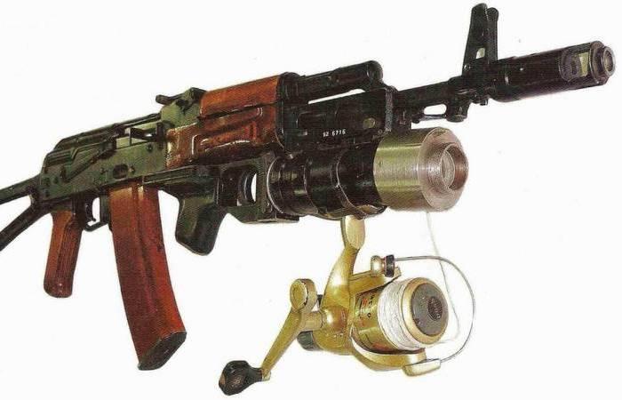 Зачем к АК-74 прикрепляют катушку от спиннинга