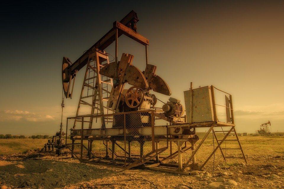 Рубль утонул в нефти: валюта отреагировала на исторический обвал цены за баррель