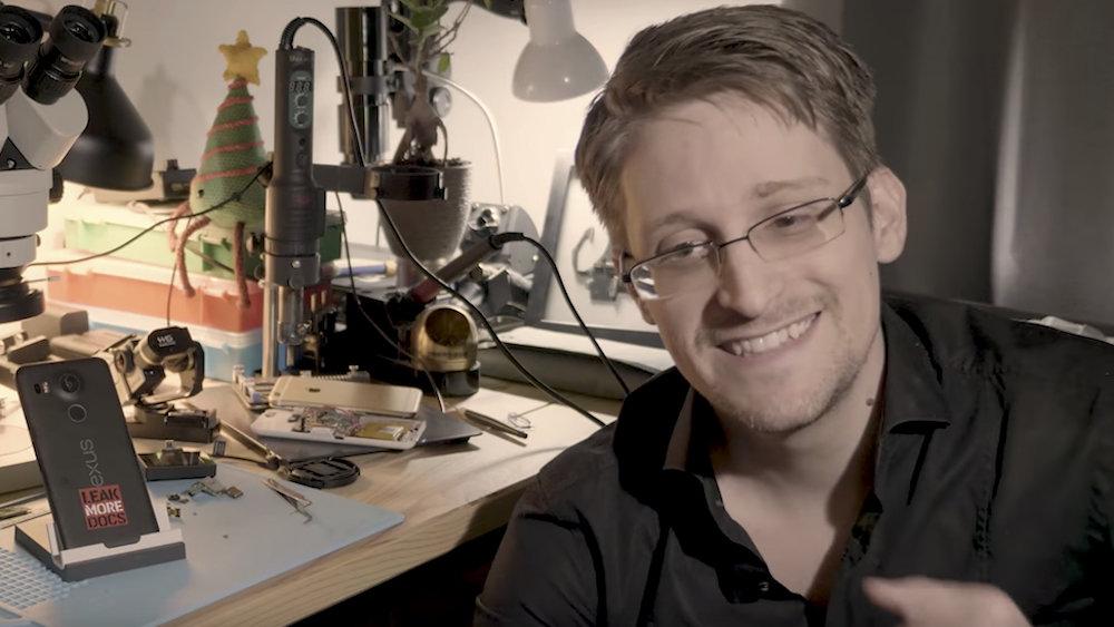 Сноуден не желает пока покидать Россию — у нас безопаснее