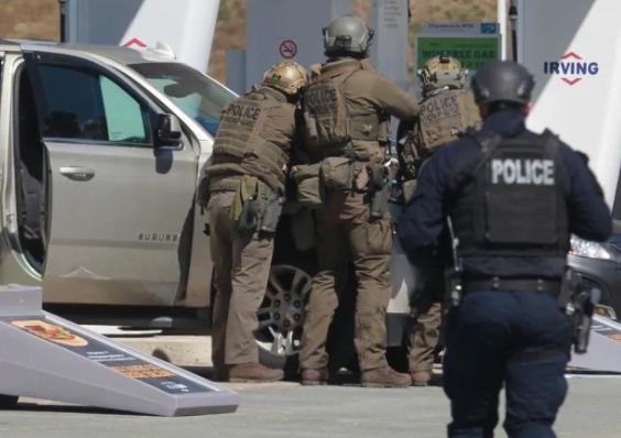 В Канаде стрелок расстрелял 16 человек. Нападавший застрелен — стали известны подробности происшествия