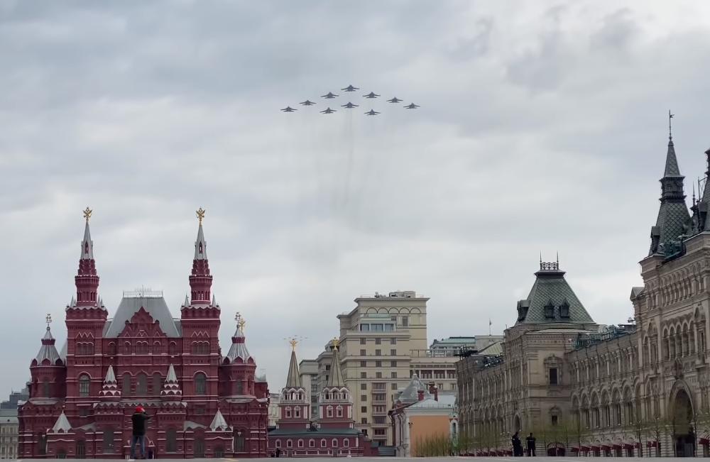 Воздушный парад 9 мая 2020 года - прямая трансляция авиашоу и салюта, смотреть видео онлайн