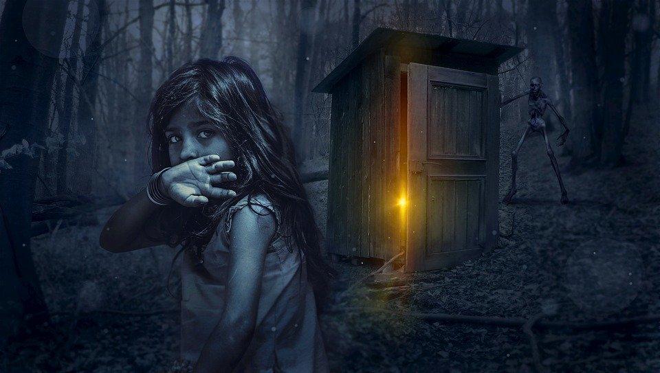 Женщина скрывала детей в лесу и кормила листьями, пытаясь спасти их от чипирования