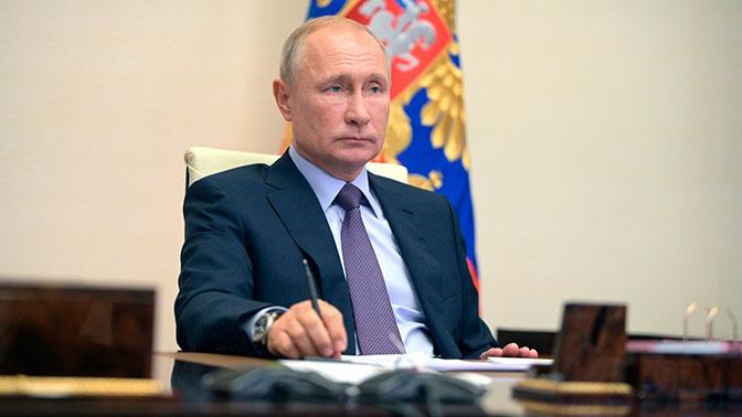 Путин на совещании с военными пошутил о своем кресле