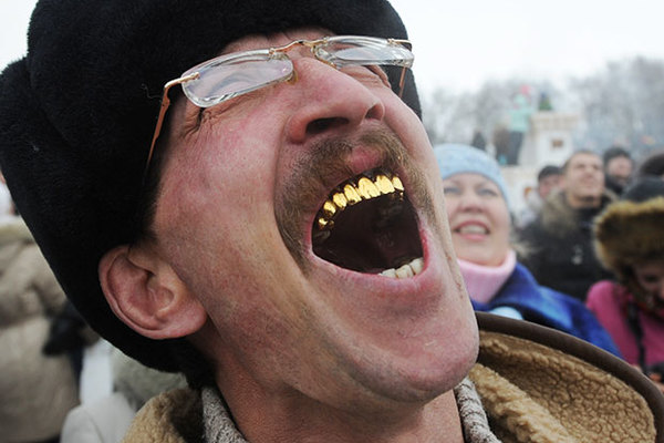Откуда в СССР появилась мода на золотые зубы